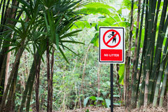 Red no littering sign Royalty Free Stock Photos