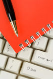 Red Note Pad and Keyboard Stock Photography