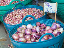 Red Onions in basket Stock Photos