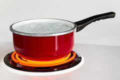 Free Red Pan With Boiling Water Royalty Free Stock Photos - 170866218