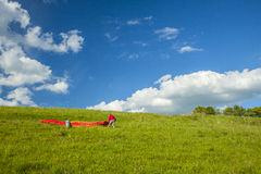 RED PARAGLIDER ON GREEN GRASS Royalty Free Stock Images