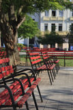 Red park benches. With colonial building in Santa Clara main square Stock Photography