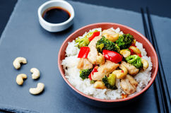 Red pepper broccoli cashew chicken stir fry with rice Stock Photography