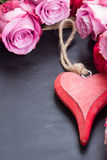 Red and pink  roses  on table Royalty Free Stock Images