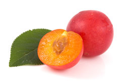 Red plums and green leaf Royalty Free Stock Photos