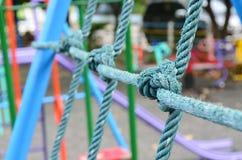 Red que sube resistida de la cuerda del nudo en el patio de los niños, como sy Imagen de archivo