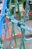 Red que sube resistida de la cuerda del nudo en el patio de los niños, como sy Fotografía de archivo