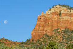 Red rock formation with full moon. In Sedona, AZ Royalty Free Stock Photos
