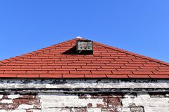 Red Roof auf wei?em verwittertem Geb?ude, Kap Elizabeth, Cumberland County, Maine, US stockfoto
