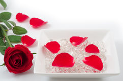 Free Red Rose And Crystal Royalty Free Stock Photos - 27717438