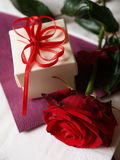 Red rose and gift box Royalty Free Stock Photography