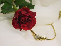 Red rose and jewelry Royalty Free Stock Photography