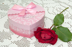 RED ROSE PINK BOX GIFT BOW Stock Photo