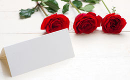 Red roses with a blank note Royalty Free Stock Photo