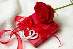 Red roses and gift box Stock Photos