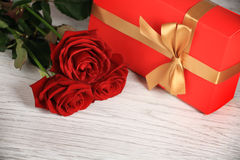 Red roses with gift box Royalty Free Stock Photography