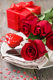 Red roses, gift box Royalty Free Stock Photos
