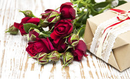 Red roses  and gift box Royalty Free Stock Photography