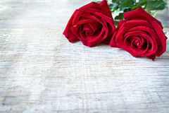 Red roses on woonden background. Valentine's Day, anniversary et Stock Photos