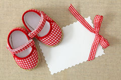 Red shoes and blank note Royalty Free Stock Photography