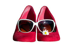 Red shoes with glasses and daisies Royalty Free Stock Images
