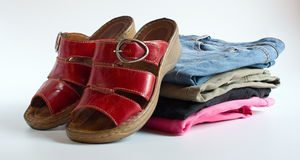 Red shoes and varicolored jeans Royalty Free Stock Photos