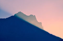 Red sky sunburst mountains Stock Photography