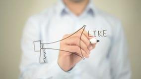 Red social, como concepto de la parte del comentario, escritura del hombre en la pantalla transparente almacen de metraje de vídeo