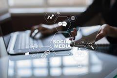 Red social de los media Márketing de Digitaces y concepto de la publicidad fotos de archivo