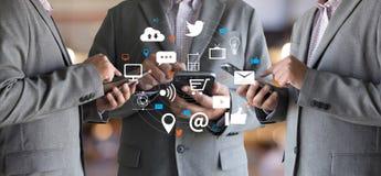 Red social de los medios sociales en línea de la comunicación de la charla del establecimiento de una red fotos de archivo libres de regalías