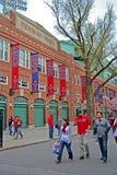 Red Sox ventila perto de Fenway Park o 20 de abril de 2013 em Boston, EUA, fotos de stock