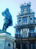 Red Steen, fyrkant i Hoorn, Holland, det Westfries museet och staty av J P Coen Royaltyfri Bild