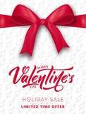 red steg Affisch för försäljningen för valentin` s, promoen etc. Realistisk siden- pilbåge med band- och skriftbokstäver Arkivfoto