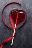 red steg Godishjärta och rött band Royaltyfri Foto