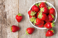 Red strawberry in a bowl Royalty Free Stock Photos