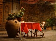 Red table. For two in tuscany Stock Images