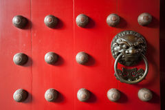 Red temple door in chinatown, Singapore Stock Photography