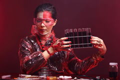 Red Tone Fashion Scientist in Dark room laboratory with tools la Royalty Free Stock Photos
