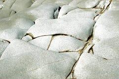 Red ut stenar som bildar en abstrakt modell arkivfoto