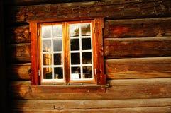 Red ut wood fönsterplankor, Norge Royaltyfri Bild