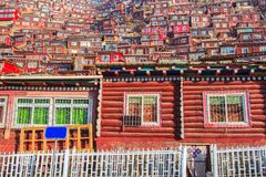 Red village and monastery at Larung gar Buddhist Academy in Sichuan. China Stock Photos