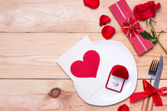 Red wedding decoration with rings and roses. Royalty Free Stock Photos