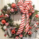 Red and White Christmas Wreath stock photography