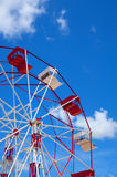 Red and white ferris wheel against a sky Royalty Free Stock Image