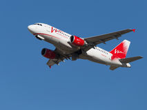 Red-white passenger Airbus A319-111 Royalty Free Stock Photography