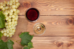 Red and white wine glasses and bunch of grapes Stock Photography