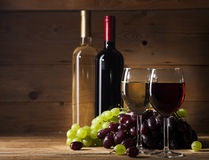 Red and white wine on wooden background Stock Photography
