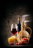 Red wine with grapes and cheese Royalty Free Stock Photography