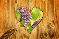 Red wine grapes in a heart Royalty Free Stock Photos