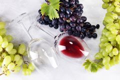 Red Wine and white wine with grapes and glasses on rustic backgr. Ound Royalty Free Stock Photos